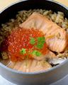 料理メニュー写真鮭といくらの釜飯★