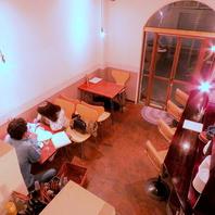 【オープンキッチンの1F席】