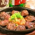 【ロングセラー!サイコロステーキ】天狗と言えばサイコロステーキ。昭和59年から続く、不動の人気を誇るロングセラーです。美味しさの秘訣は旨味とコク味がたっぷりの厳選された熟成ハラミ、伝統レシピの【特製にんにくおろしソース】、焼いた鉄板を、そのままテーブルへお運びし、音と香りも味わえるから!