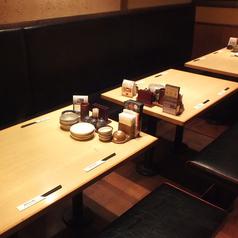 会社帰りにワイワイお酒を飲みたい気分のときはこんなテーブル席はいかがですか?楽しい雰囲気を店内にいる皆様で共有して頂けます◎