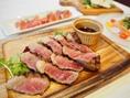 TORTILLA FLATではワインと一緒にお召し上がりいただきたい、ステーキやグリルなどの様々な肉料理をご用意しております。糸島ブランドの『糸島豚』を使用したローストや、はかた地鶏を使用したグリル焼き、黒豚とハーブのソーセージなど、博多ならではの肉料理を多彩に用意した本格肉バルです!