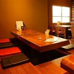 ゆったり寛げる掘りごたつ席。店内はとても落ち着いた雰囲気。元気いっぱいのお子様連れのお客様も安心してご来店頂けます!「和」な空間で、美味しい料理をお召し上がりください。安らぎの空間をご提供いたします。