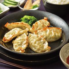 料理メニュー写真鉄板ぎょうざ定食(ごはん・みそ汁・小鉢・サラダ・おしんこ付) ※ルーム代3時間込み