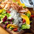 料理メニュー写真しらすと鰹節のグリーンサラダ