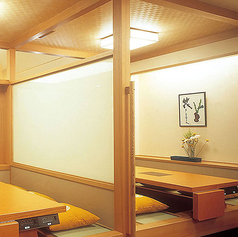 【掘り炬燵】2~6名様までご利用可能です。 個室とは違い、広い空間のお席となっております。