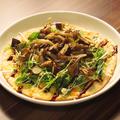 料理メニュー写真スモークチキンときのこのサラダピザ