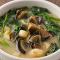 料理メニュー写真ピータンほうれん草スープ