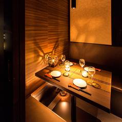 2名様~4名様向けの個室まで多彩なお席をご用意♪ゆったりとした配置のテーブル席をご人数に合わせてお席をご用意しております。