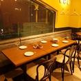 【6名様のテーブル席】上質なソファと椅子のお席。宴会時はテーブルを繋げて、人数に合わせたお席をご用意します★