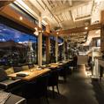 ガラス張りの明るく開放的な雰囲気と木目調の店内が人気のイタリアンレストラン!恋人と・友人と・同僚と、あらゆるシーンで使えるオールデイユースのレストランです。窓から見える夜景を見ながら、見た目も可愛らしい、それでいて手軽な利用も可能です!