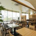 ◆貸切◆最低70名様より貸切承ります。最大収容人数は着席76名・立食120名。横浜駅で大型宴会するなら広々とした空間の当店へ。プロジェクター・マイク完備。結婚式二次会や会社のパーティーにおすすめ。【横浜/みなとみらい/イタリアン/ワイン/ピザ/パスタ/夜景/貸切/パーティー/誕生日/デート/個室】