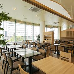 ◆貸切◆最低50名様より貸切承ります。最大収容人数は着席78名・立食120名。横浜駅で大型宴会するなら広々とした空間の当店へ。プロジェクター・マイク完備。結婚式二次会や会社のパーティーにおすすめ。【横浜/みなとみらい/イタリアン/ワイン/ピザ/パスタ/夜景/貸切/パーティー/誕生日/デート/個室】
