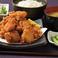 料理メニュー写真大盛り唐揚げ定食(ごはん・みそ汁・小鉢・サラダ・おしんこ付) ※ルーム代3時間込み