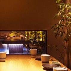 海峯魯の空間で、オシャレで美味しい料理をお愉しみください。お庭のプールがなんとも良い大人な空間を演出してくれます。