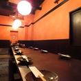 【1階】16名の宴会が可能な個室空間。木造りの温かみと落ち着きのある照明。掘りごたつでゆったりどうぞ。