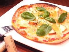料理メニュー写真完熟トマトたっぷりピッツァマルゲリータ