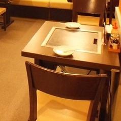 2名テーブル×3卓あります。