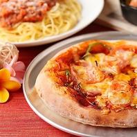 自分で焼けるピザ!ソースとトッピングは組み合せ自由。