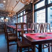 ◆宴会向けテーブル席◆当店自慢の食材をご堪能いただけます。仕事帰りのサク飲みなど気軽にご利用頂けます。少人数からでも◎インテリアや照明での演出にもこだわった店内は、間接照明の光に照らされたリラックス空間です♪上質なお食事とお酒を心ゆくまでご堪能ください!