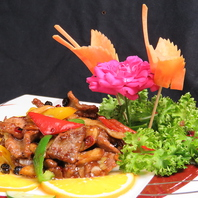 繊細かつ豪快な本格中華の料理人をお楽しみください。