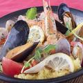 料理メニュー写真海老と魚介のパエリア