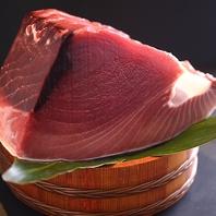 鮮度にこだわり豊洲から厳選して仕入れる旬の鮮魚