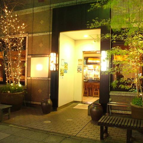 落ち着いた雰囲気のお店。自慢の鶏料理や焼物・創作料理をご堪能あれ!宴会コース有♪