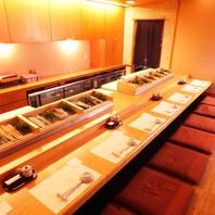 寿司屋の特等席…職人の技を眺められるカウンター席