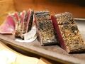 料理メニュー写真鰹の藁焼きタタキ/ウツボの藁焼きタタキ
