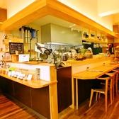 こだわりのドリップコーヒーが間近で見ることができるカウンター席が一番人気です!