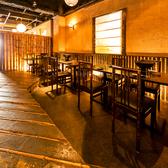 開放的なテーブル席はお勤め先の宴会や飲み会に最適。心ゆくまでお寛ぎ頂けるように気を配っております。人数や時間などお気軽にご相談下さい。