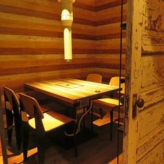 まわりを気にせずお食事や会話を楽しんで頂けるVIP空間