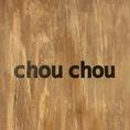 おしゃれな木の壁にはchouchouのロゴが♪木のインテリアと落ち着いた色合い、女性に大人気のお店です♪