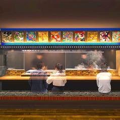 調理風景がダイレクトに見られるカウンター席、オープンキッチンに面したカウンターのお席です。7席ございます