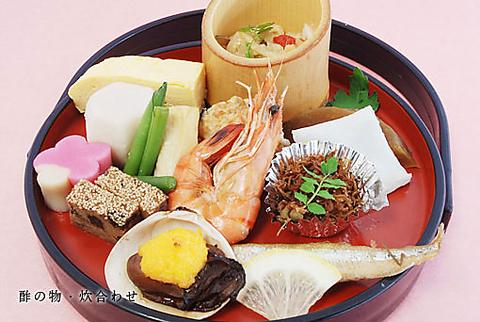 明治10年創業の老舗。奈良公園の中央に位置する落ち着いた和風レストラン。