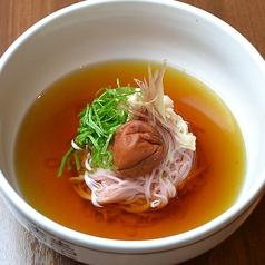蒸し鶏とみょうがの和風梅しそ麺