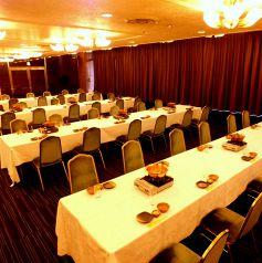 最大120名様迄対応可能!上階ホテル宴会場使用できます。会場使用料無料、マイク・プロジェクター・ステージ、音響施設等も無料でご利用可能です。