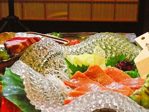 新鮮なお魚を使った海鮮料理をご用意。店主が漁師から直接買い付けている。