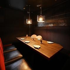 2名様~20名様までOK!2次会やサク飲みに最適のテーブル席もご用意しております。靴を脱がずにそのままOK!軽くお食事をご希望のお客様にもご利用して頂きやすい席となっております。お洒落な雰囲気もありますので、カップルやご夫婦でコースのご利用も似合うお席です★