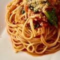 料理メニュー写真ほうれん草とベーコンのトマトパスタ