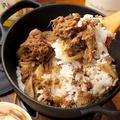料理メニュー写真ダッチオーブンで焼き上げる牛しぐれ飯