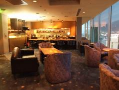 席間隔も広く、窓際のお席はきれいな函館の夜景を見渡せます。