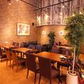 天井が高く広々とした開放的な空間でイタリアン料理をお楽しみください♪