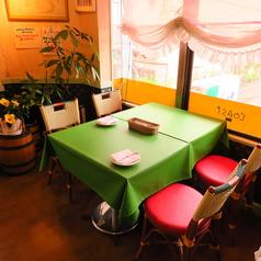 2名テーブルは10席のご用意がございます。