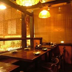【中2階】のロフト席は、約14名まで収容可能!雰囲気の良いテーブル席で友達同士や、合コン、会社の飲み会も◎