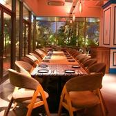 庭園を望むガラス張りの開放的な個室は、ランチパーティーやママ会などにもぴったり!夜にはライトアップされた庭園が大人の雰囲気に。着席:20~30名、立食:30~40名様でご利用いただけます。人数などのご相談はお気軽にスタッフまで♪
