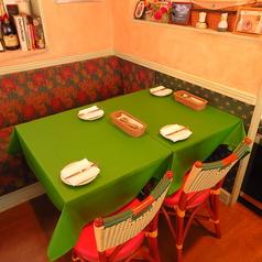 4名テーブルは1席のご用意がございます。
