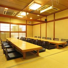 2階座敷席は8名様席を4卓ご用意しております。のれんでの仕切りになります。