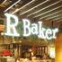 R Baker アールベイカー 岡山駅前店のロゴ