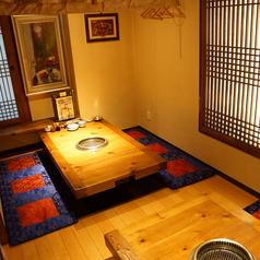 韓国風の座敷席はプライベートでのご利用も可能です♪4名様テーブルが3席と6名様テーブル1卓、8名様テーブルが1卓ございますので、お気軽にお問合せください♪